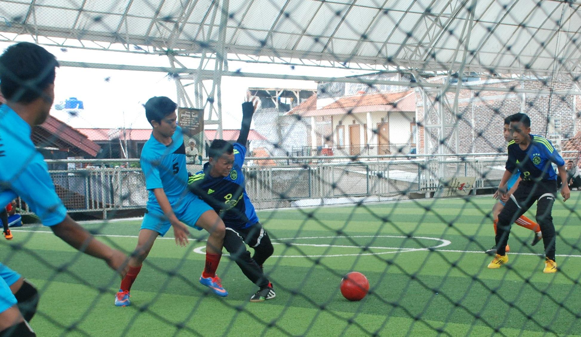 Ramaikan Milad Daarut Tauhiid, SMP DTBS Ikuti Kejuaraan Futsal